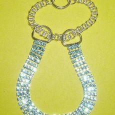Štrasový polostahovací čtyřřadý obojek AQUA BLUE 25-33 cm